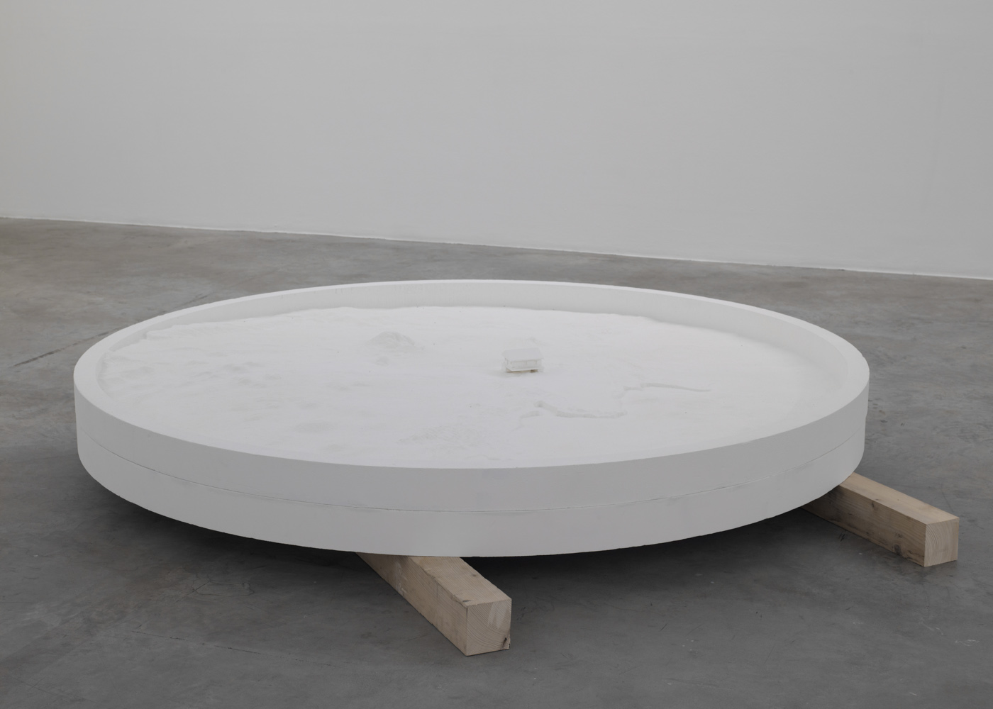 Melik Ohanian Ommx Studio Archive 95 Datcha Project  # Dakar Table Tele En Bois Massif